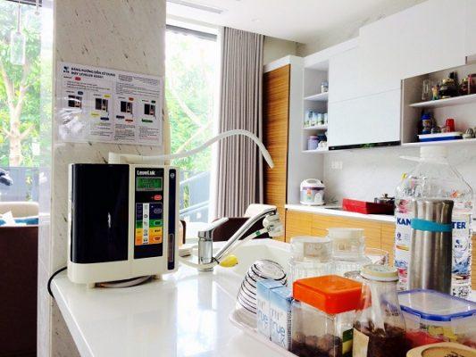 Sử dụng máy lọc nước Kangen là các tốt nhất để được uống nước Kangen mỗi ngày