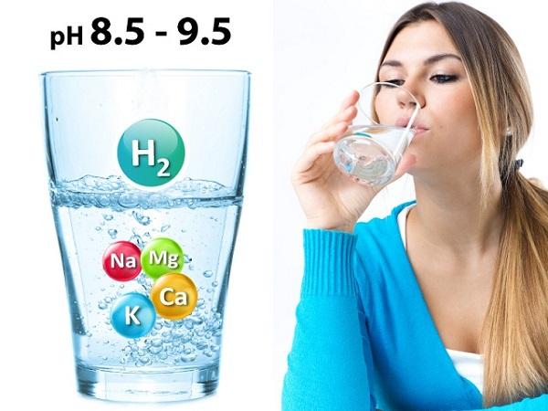 Uống nước khoáng kiềm mỗi ngày sẽ giúp da đẹp hơn